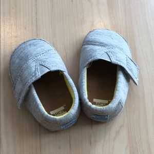 TOMS - light grey baby shoes, size 4, used/new